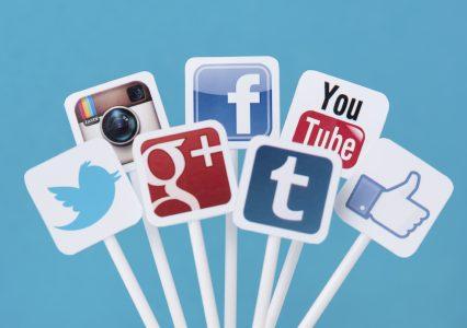 Świetne 3 wtyczki do WordPress, które wyświetlą przyciski portali społecznościowych z licznikiem