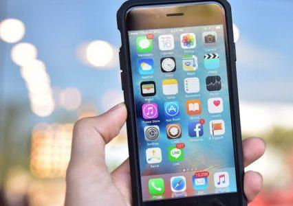 Apple przeprasza za obniżanie wydajności iPhone'ów. Ale czy na pewno?