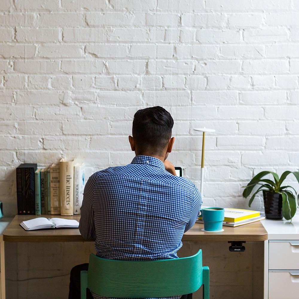 Praca zdalna – programiści zostali w domu – ich pozycje niezagrożone [RAPORT]