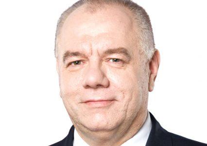 """Jacek Sasin: """"milion elektryków"""". Oto dlaczego nie ma na to szans, a takie słowa to kiełbasa wyborcza"""