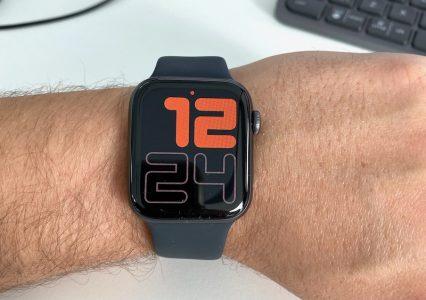 Apple Watch odblokowuje iPhone kiedy mamy maseczkę na twarzy – co nowego w watchOS 7.4?
