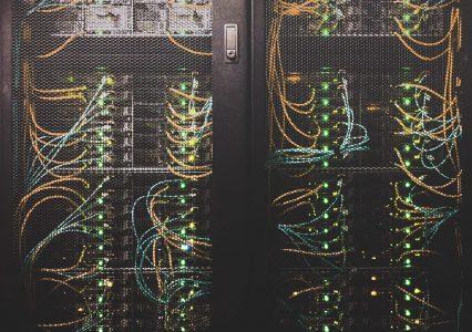Serwer wirtualny, czyli kompromis pomiędzy hostingiem a własnym serwerem.