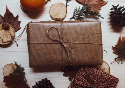 Co Polacy kupują na świąteczne prezenty? Raport Ceneo