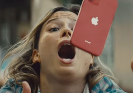 Upadł Ci iPhone? Nic się nie stało, jeśli masz Ceramic Shield – twierdzi Apple [wideo]