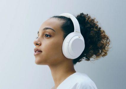 """Kultowe słuchawki Sony WH-1000XM4 w limitowanej wersji """"Silent White"""""""