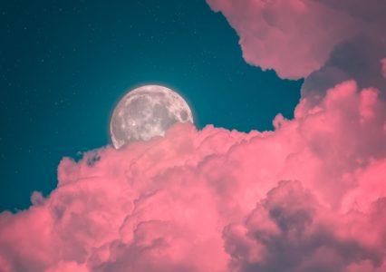 Pełnia Różowego Księżyca 2021. Musisz to zobaczyć!