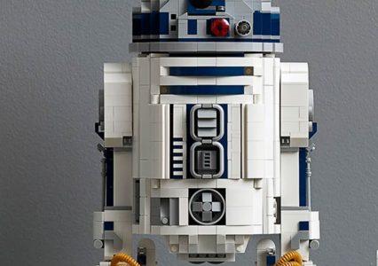 R2-D2 i hełm Vadera od LEGO z okazji 50. urodzin Gwiezdnych Wojen
