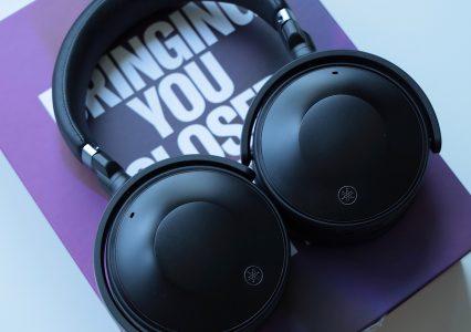 Yamaha YH-E700A to słuchawki ze świetnym ANC, które dostosują się do Ciebie – recenzja