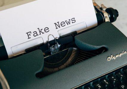 Google walczy z fake news. Chyba że na nich zarabia, wtedy są ok