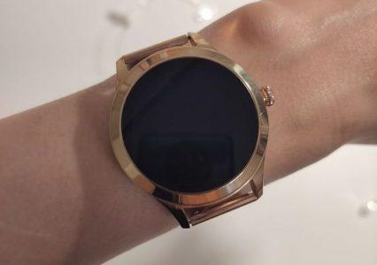 Złoty, a skromny – smartwatch Maxcom FW42 Gold z pulsoksymetrem. Czas na pierwsze wrażenia!