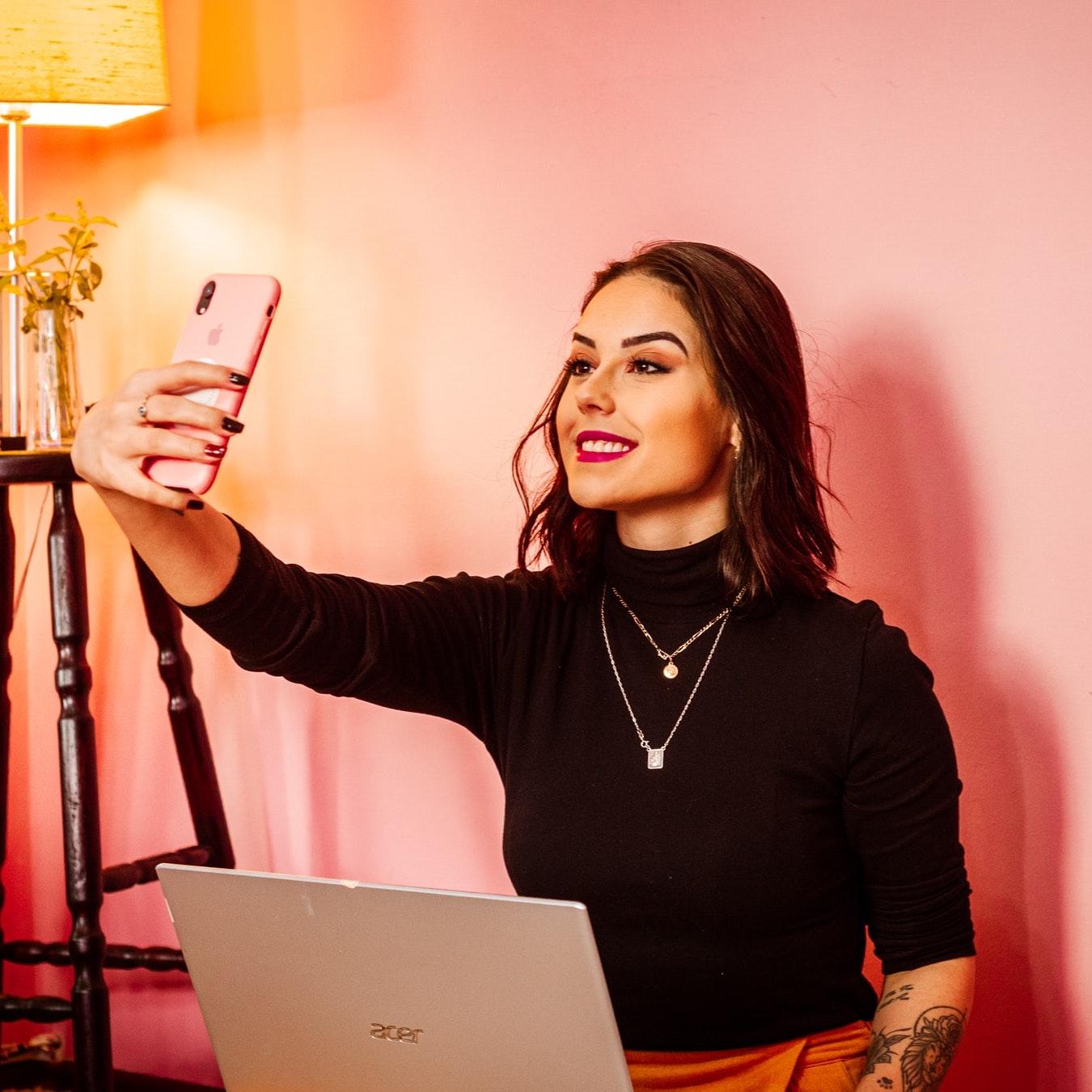 influencer selfie tiktok instagram