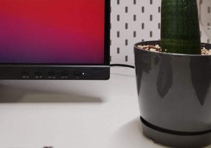 Monitor Philips 329P1H pozwolił mi zaprowadzić porządek na moim biurku