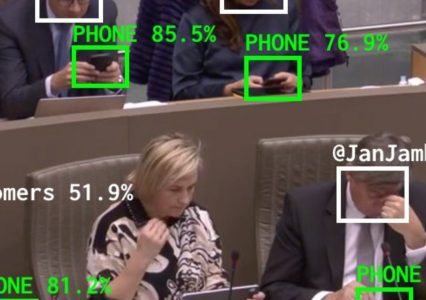 Politycy być może wreszcie wezmą się do roboty – bot AI sprawdza, czy politycy nie siedzą w telefonach