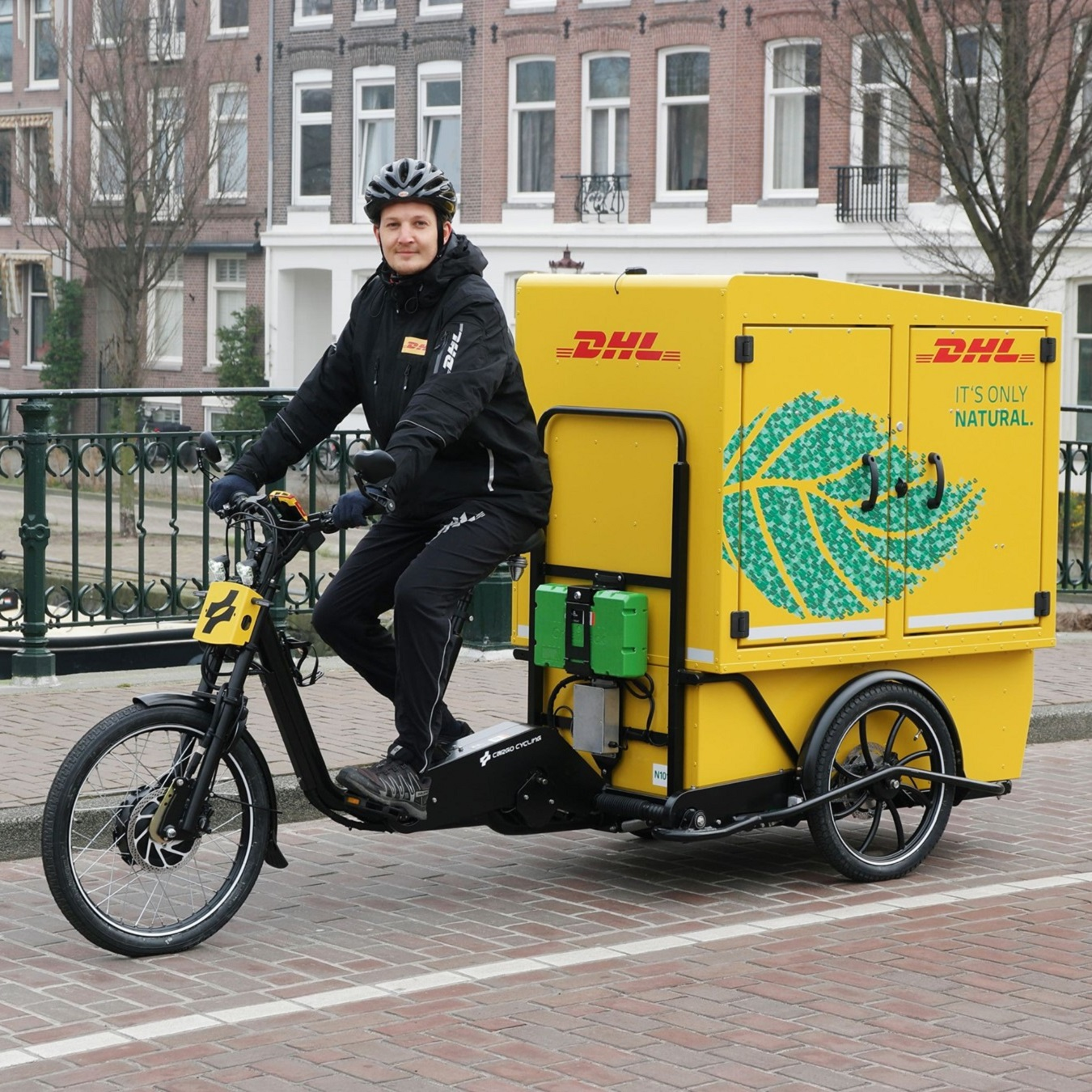 dhl rower cargo chariot