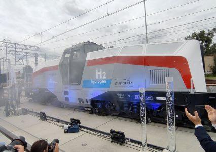 PESA pokazała drugą na świecie lokomotywę na wodór. My narzekamy, a chińskie firmy wygrywają przetargi