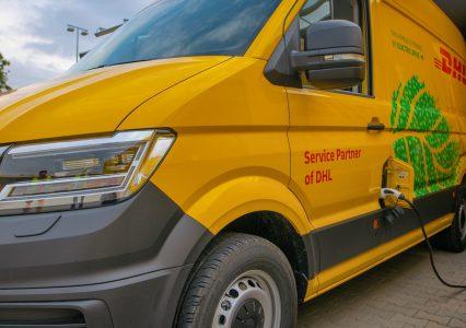 DHL będzie dostarczał paczki elektrycznymi busami