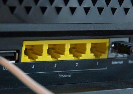 Bezpieczny, ale droższy i wolny – taki jest internet w Polsce