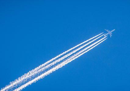 Google Flights pokaże, jaki ślad węglowy zostawi Twój samolot