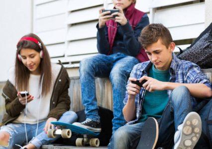 Nastolatki 3.0, czyli młodzież samopas w internecie
