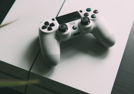 Przeceny na PS Store: Assassin's Creed, Doom Eternal, Cuphead i inne