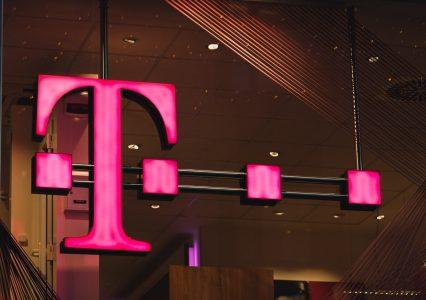 Klienci T-Mobile omyłkowo kupowali filmy i gry. Sprawę zbada UOKiK