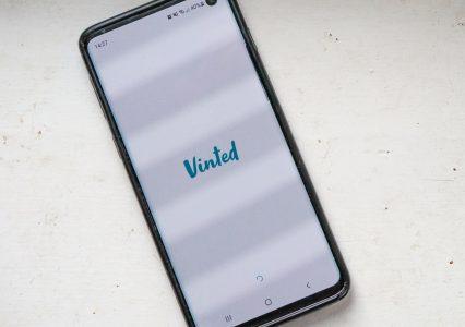 UOKiK zbada niejasne zasady sprzedaży w aplikacji Vinted